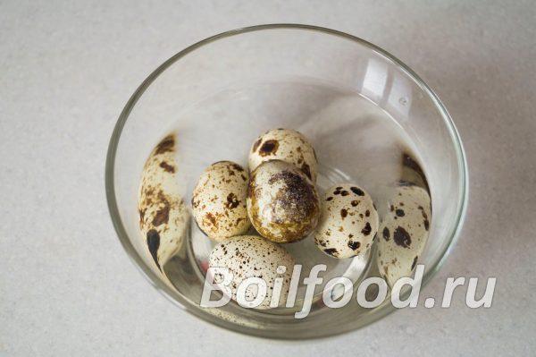 Охлаждаем перепелиные яйца в холодной воде