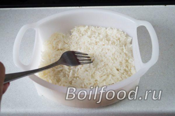 готовый рис разрыхлить вилкой