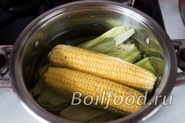 заливаем кукурузу водой