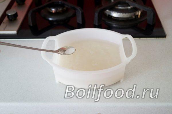 рис в чаше пароварки