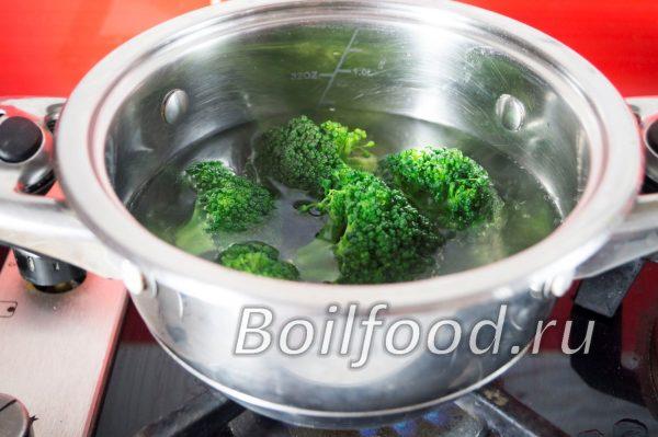 как варить брокколи в кастрюле