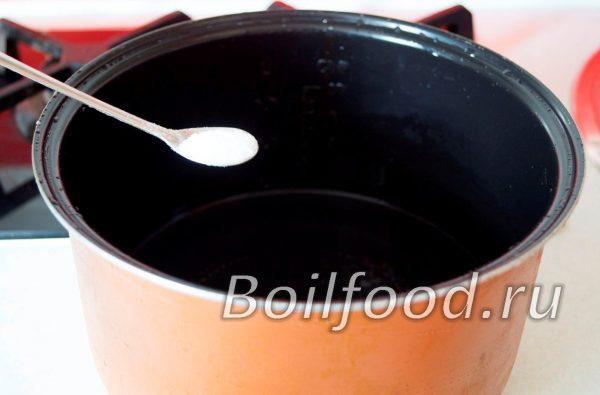 солим воду в чаше мультиварки