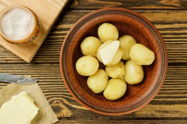 Как варить молодую картошку