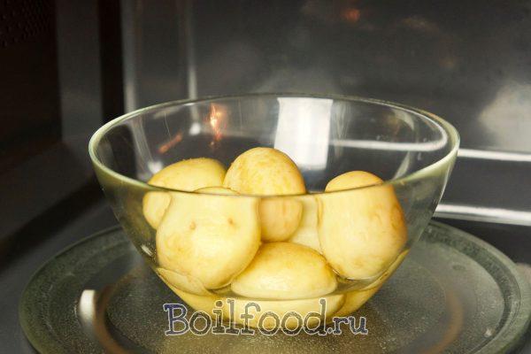 как варить молодую картошку в микроволновке