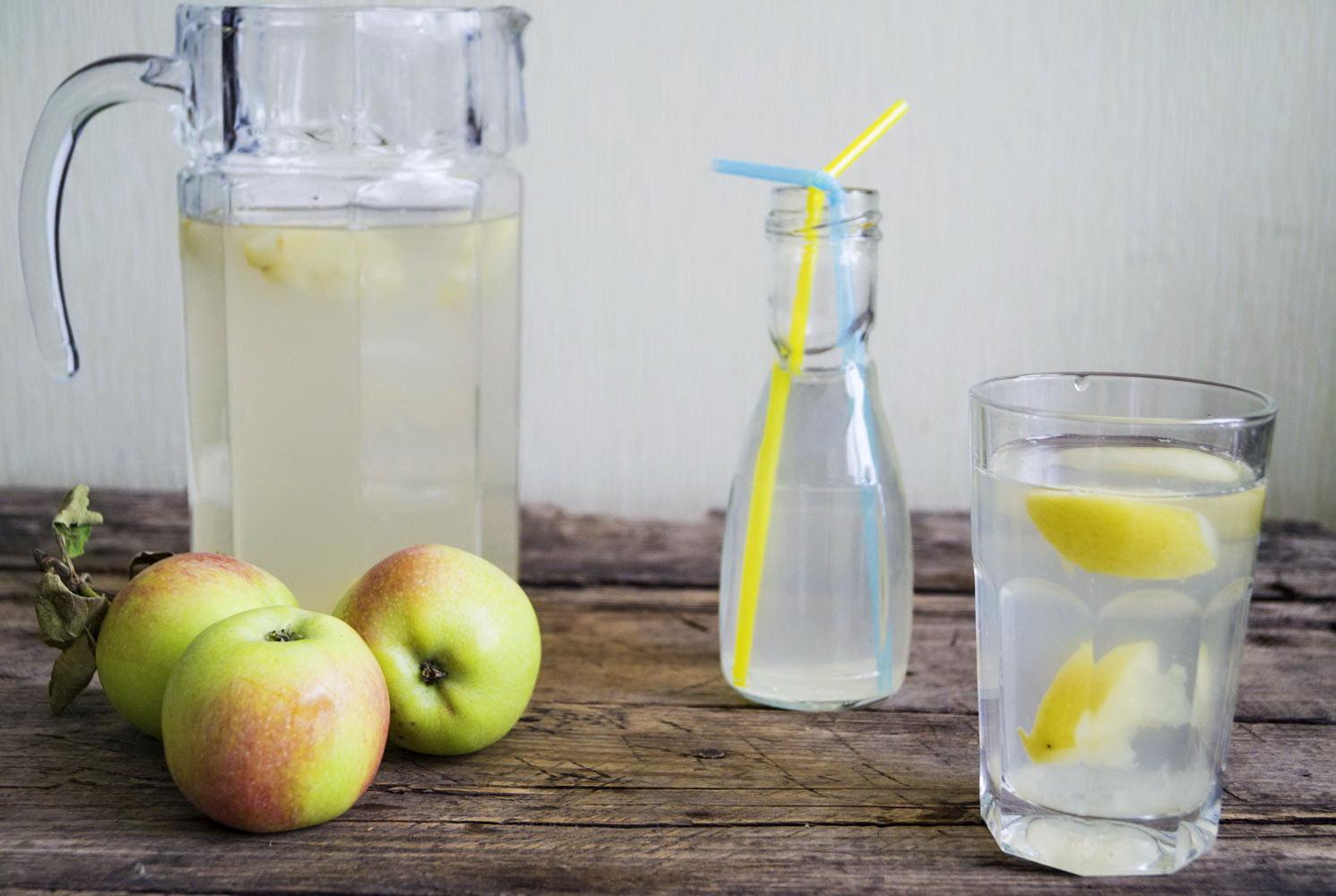 Сколько варить компот из яблок?