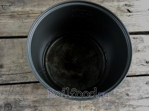 наливаем воду в чашу